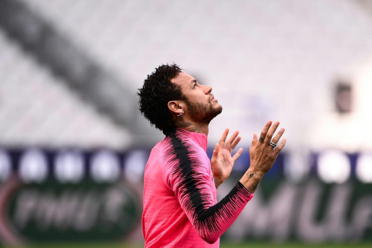 """PSG: Neymar suspendu 3matches de Ligue des champions pour """"insultes"""" envers l'arbitre"""