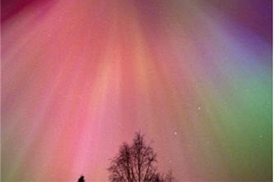 Arc-en-ciel en pleine nuit