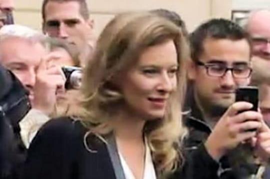 Valérie Trierweiler: menacée par unattroupement à Barbès, elle a été évacuée