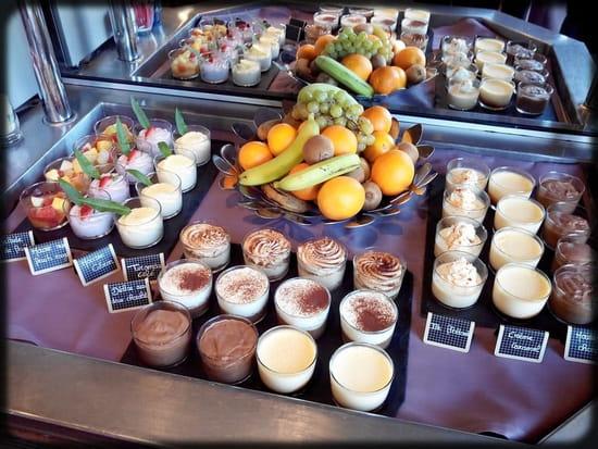 Le Castel  - Le Buffet de Dessert -   © Brit Hotel Rennes - Le Castel
