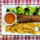 Plat : Crêperie L'Épi de Blé - Cap Malo  - Galette-saucisse frites et salade -   © -