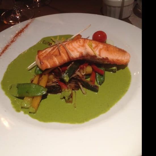 Plat : Le Bouchon Gourmand  - Saumon accompagné d'une poêlée de légumes -
