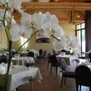 le pré Gourmand  - une salle largement ouverte sur l'extérieur -   © pixel art