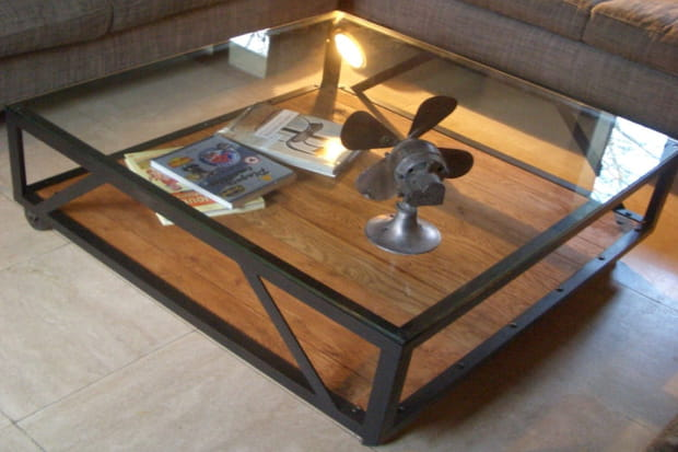 une table basse au style industriel. Black Bedroom Furniture Sets. Home Design Ideas