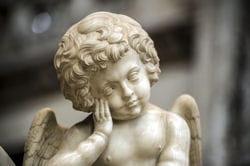 statuette d'un ange © Claudio Colombo - Fotolia.com  Conseil photo pour vos vacances célibataires à Rome