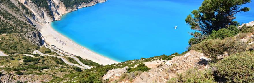 Araignées en Grèce: une plage recouverte de toiles géantes [IMAGES]