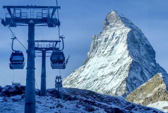 """Stations de ski: une ouverture des remontées mécaniques """"très peu probable"""" en février"""