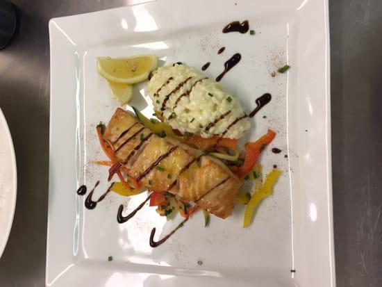 Tous à Table  - Pavé de saumon, risotto et ses légumes croquants -   © Tous à Table