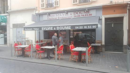 Restaurant : Chez Sylvie et Doume  - terrasse -   © marineb