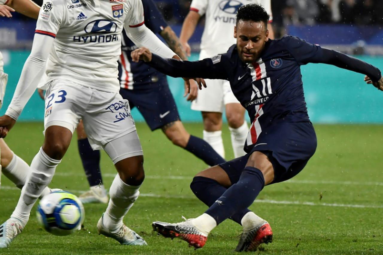 L1: le PSG l'emporte à Lyon 1-0sur un but de Neymar