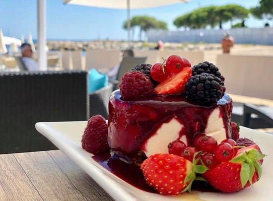 Dessert : Le Vieux Rocher  - Cheese cake fruit rouge -   © Cheese cake fruit rouge