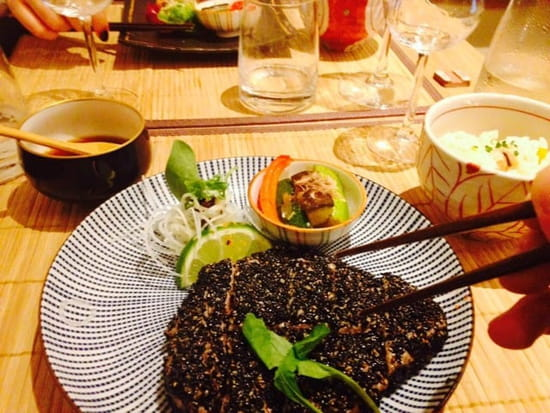 Plat : Nobuki Table Japonaise  - Thon sésame noir sauce wasabi -