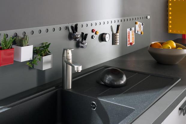 Une cr dence aimant e pour tout coller dans la cuisine - Credences de cuisine ...