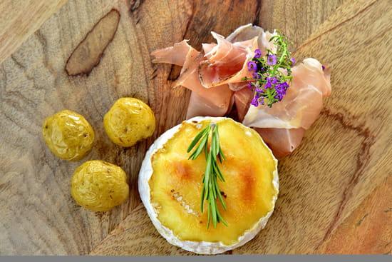Entrée : New Lodge  - Camembert rôti -   © Restaurant New Lodge