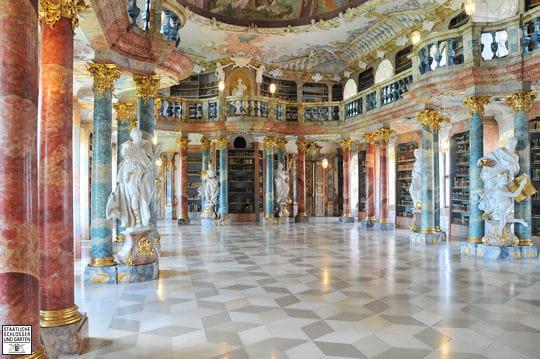 La bibliothèque du monastère de Wiblingen en Allemagne