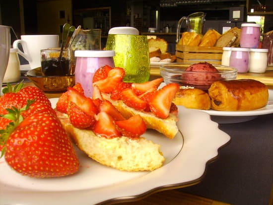 L'Arrieulat, Auberge des Pyrénées  - Le petit déjeuner Gourmand -   © s.cano