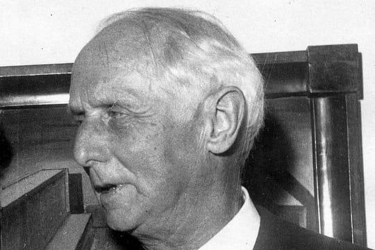 Max Ernst: biographie courte du peintre, figure du surréalisme