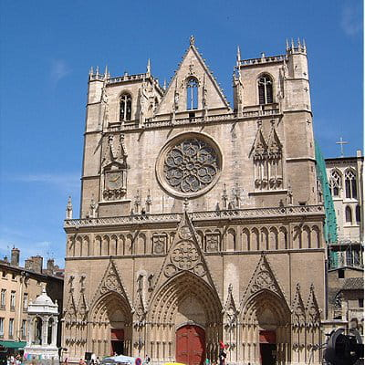 la primatiale saint-jean-baptiste, un des monuments religieux les plus