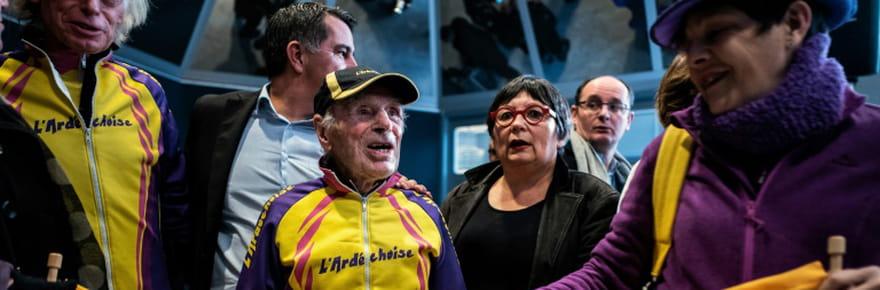 107ans et toutes ses jambes: il fête son anniversaire à vélo!