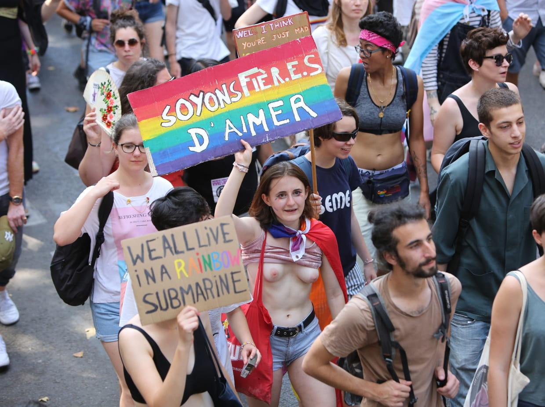 Trans Parcours de la gay Pride à Paris: De Montparnasse à République