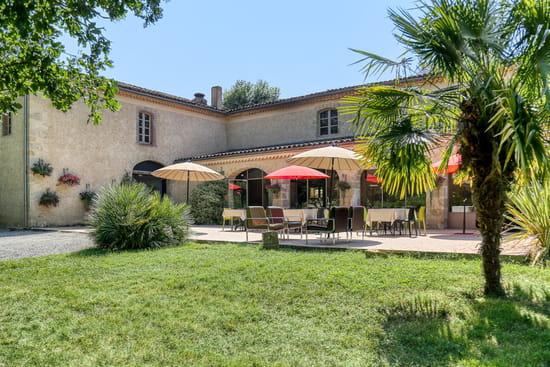 Restaurant : Le Château de Camille  - Terrasse vue sur le parc de 10 hectares -   © lechateaudecamille