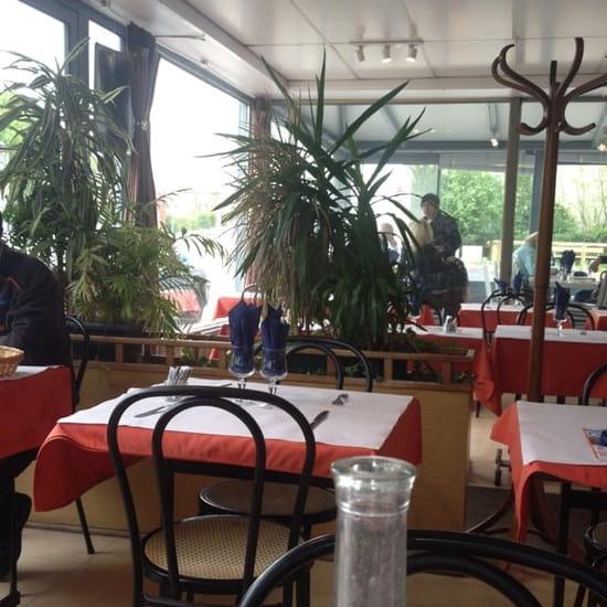 Restaurant : Restaurant de la Gare  - Une des salles -