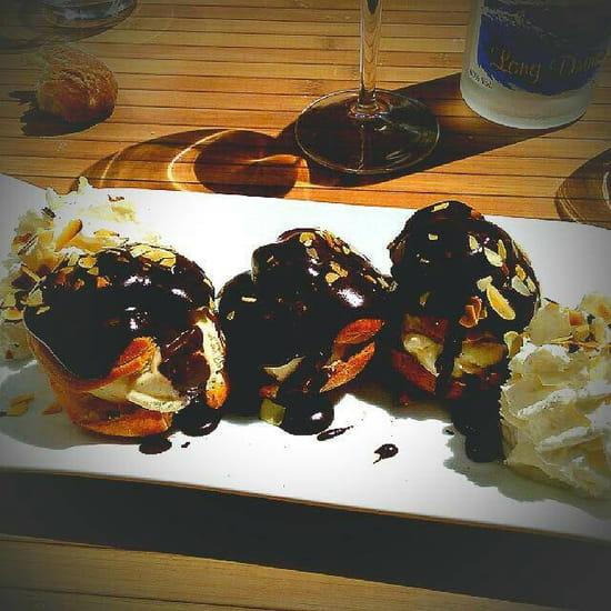 Dessert : Restaurant le P'tit Bouchon  - Profiterolles au chocolat maison -