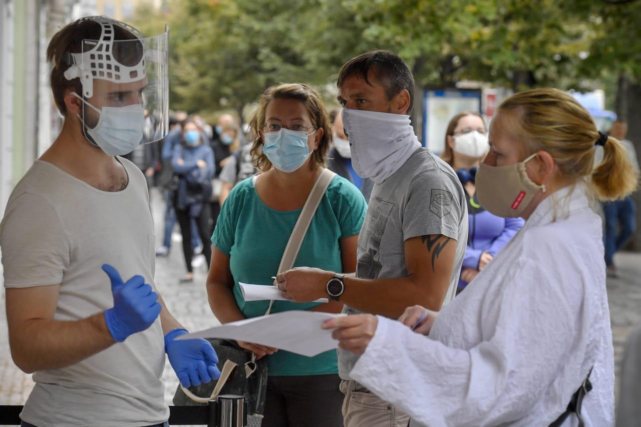 Transmission du Covid-19: durée de contagion, contamination par air, risques... Le point complet