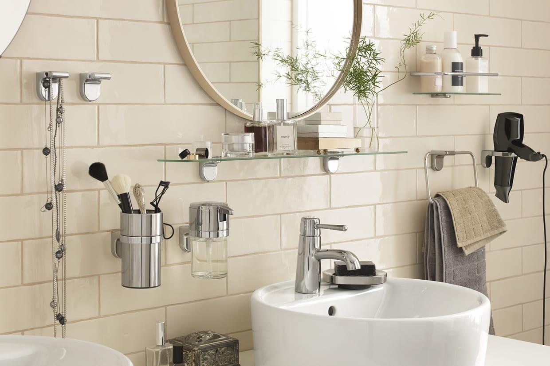 des produits malins pour am nager une petite salle de bains. Black Bedroom Furniture Sets. Home Design Ideas