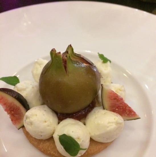 Dessert : le 58  - Tarte aux figues ! En fait simple rond de pate avec chantilly et une figue chauffee au micro ondes , nature , ça n a aucun gout -
