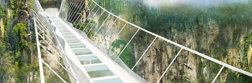 Montez sur le plus long (et plus haut) pont de verre du monde!