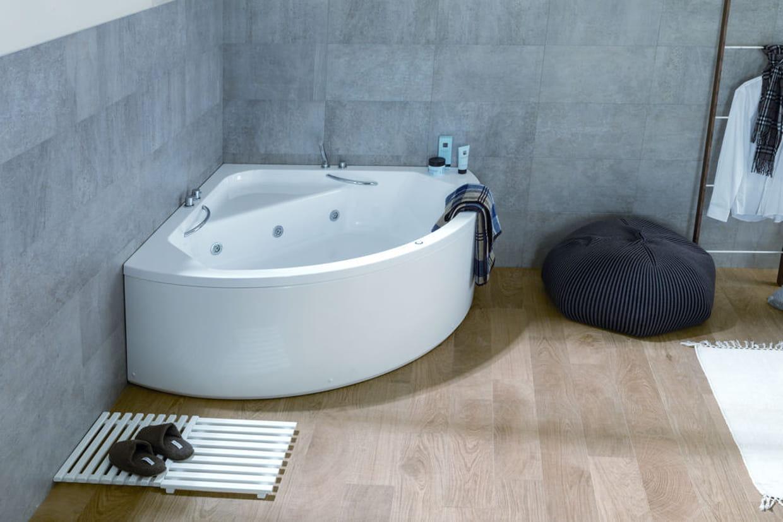 Une baignoire baln o pour petite salle de bains for Peut on repeindre une baignoire