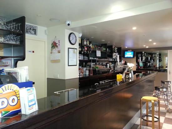 Au Bon Moine  - Notre bar -   © Au Bon Moine