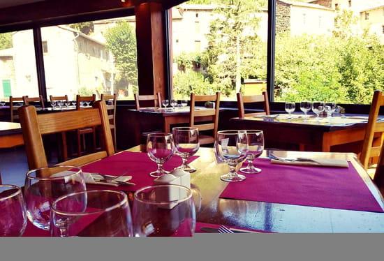 Restaurant : Auberge Cevenole  - Véranda surplombant l'Hérault avec vue panoramique sur les montagnes -   © Auberge Cevenole