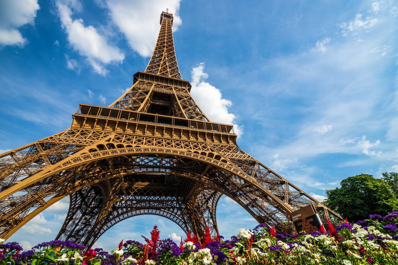 Perrier installe une tyrolienne sur la Tour Eiffel
