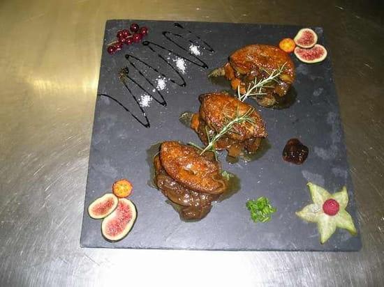 L'Auberge  - Escalopes de foie gras flambées au Muscat sur confit d'echalotes -