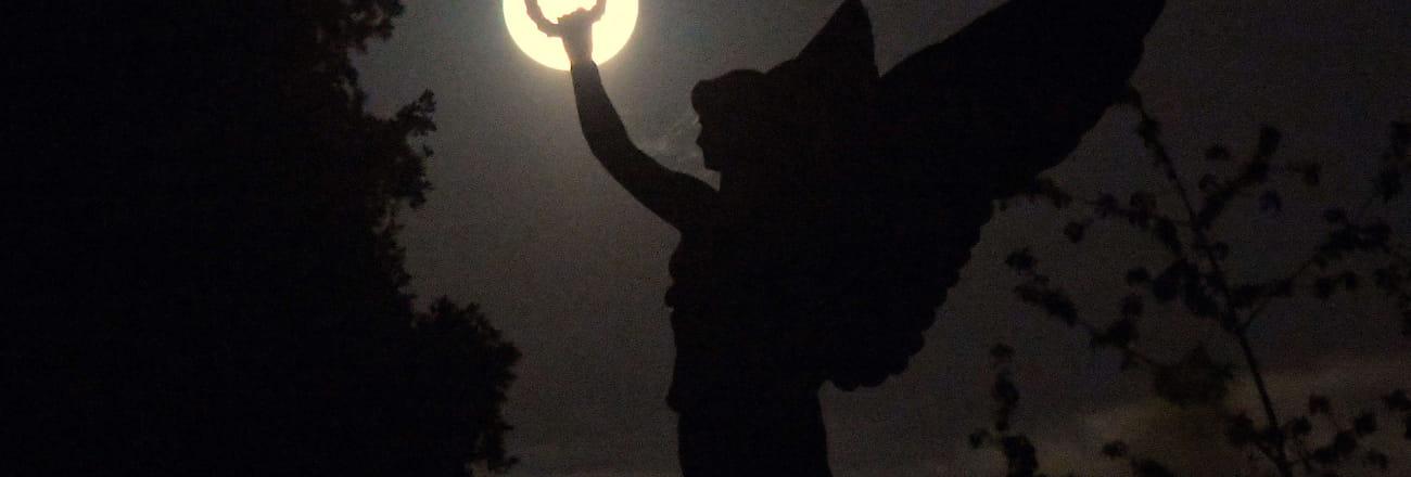 Super Lune rose: les plus belles photos à travers le monde