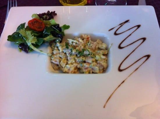Entrée : Hotel-Restaurant Le Saint-Pierre  - Tartare de saumon  -