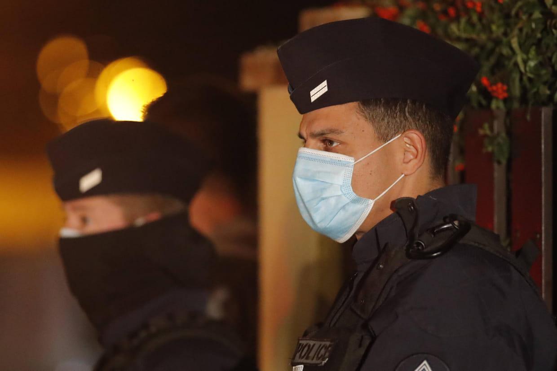 Un homme égorgé près de Paris, un suspect abattu par la police