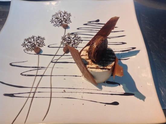 Tables et Comptoir  - Mousse marron et noisette, gaçage chocolat Valrhona, lait de caramel aux fruits secs -