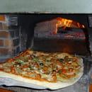 Aux Saveurs du Monde  - modèle de grande pizza proposée à la carte -   © frank
