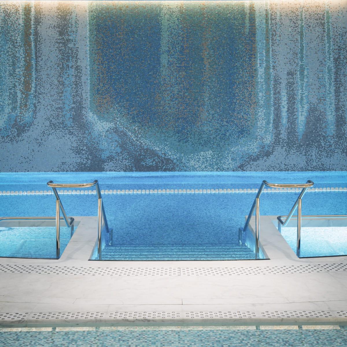 the peninsula spa paris. Black Bedroom Furniture Sets. Home Design Ideas