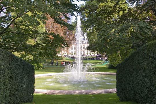 Un jardin d 39 une surface de deux hectares for Jardin a visiter 78