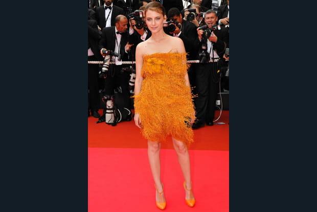 Mélanie Laurent en serpillère orange