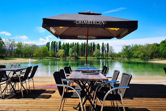 Restaurant : Les Voiles du Lac  - terrasse en bord de lac -   © les voiles du lac