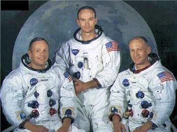 de gauche à droite : neil armstrong, michael collins et buzz aldrin.