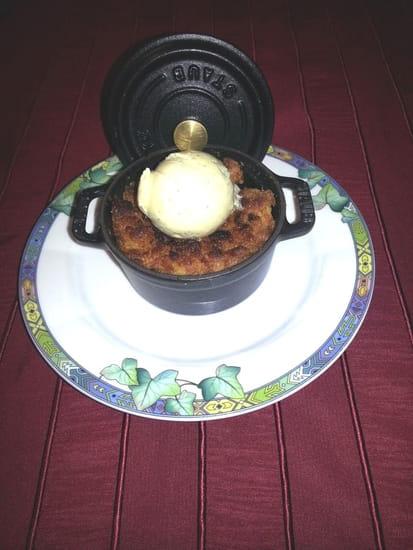Le Lion d'Or  - Mini-cocotte de pommes-crumble flambées + Glace à la vanille de Madagascar -   © L'épicurienne