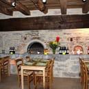 Restaurant à la Ferme du Mas de Thomas  - Salle dans l'ancien fournil de la ferme -   © Maryline Lafon