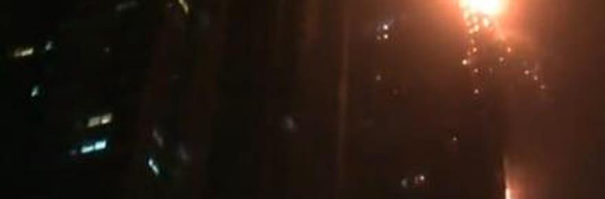 """Dubaï: la vidéo de l'incendie spectaculaire au 50ème étage de la tour """"The Torch"""""""