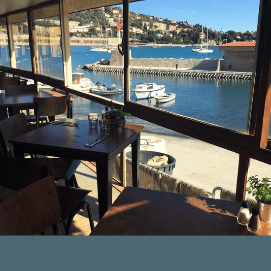, Restaurant : Achill's  - De l'intérieur, notre restaurant à Villefranche-sur-Mer vous offrira une vue toute aussi belle... -   © Lou Bantry